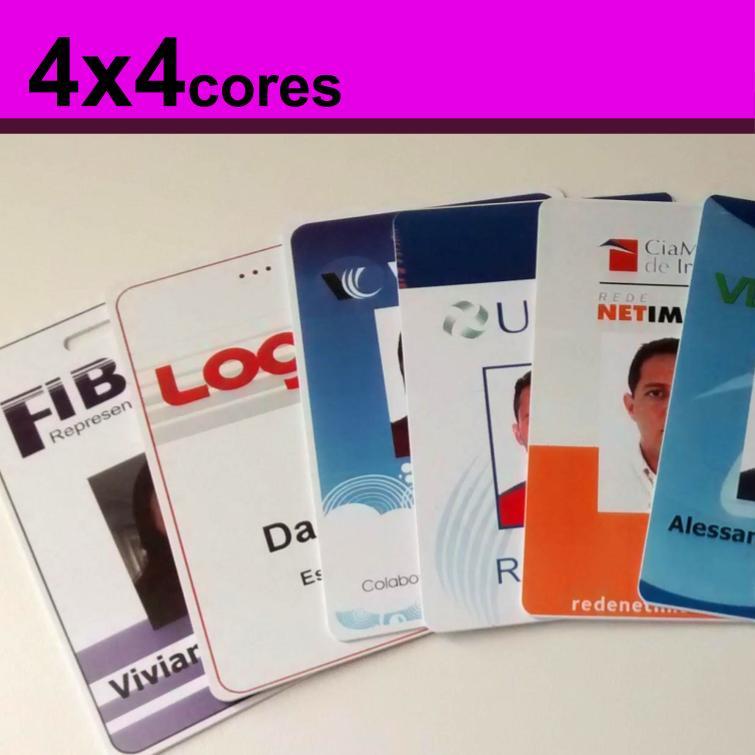 Crachás de PVC 0,76mm 4x4 Cores Dados Variáveis - Frente e verso colorido
