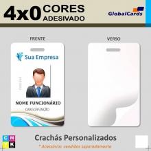 Crachás PVC 0,76mm Adesivado - 4x0 Cores - Frente Color e Verso Branco c/ adesivo