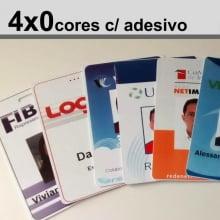 Crachás PVC 0,76mm 4x0 Cores Adesivado - Frente Color e Verso c/ adesivo