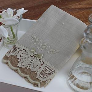 Toalha Renda Renascença bordada rococó flor bege/bege (pequena)