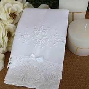 Toalha Renda Renascença bordada medalhão branco/branco (média)