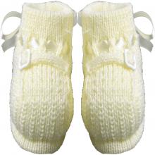 Sapatinho bebê de tricot amarelo com fita em cetim e fivelinha