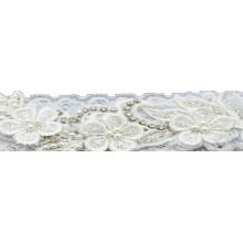 Faixa renda branca bordada com strass e pérola